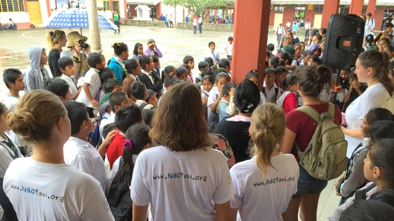 NGO Taxi Volunteering Schools Peru Teaching